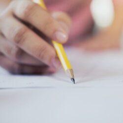 nota-de-redacao-conceito-de-negocios-e-educacao_1421-28